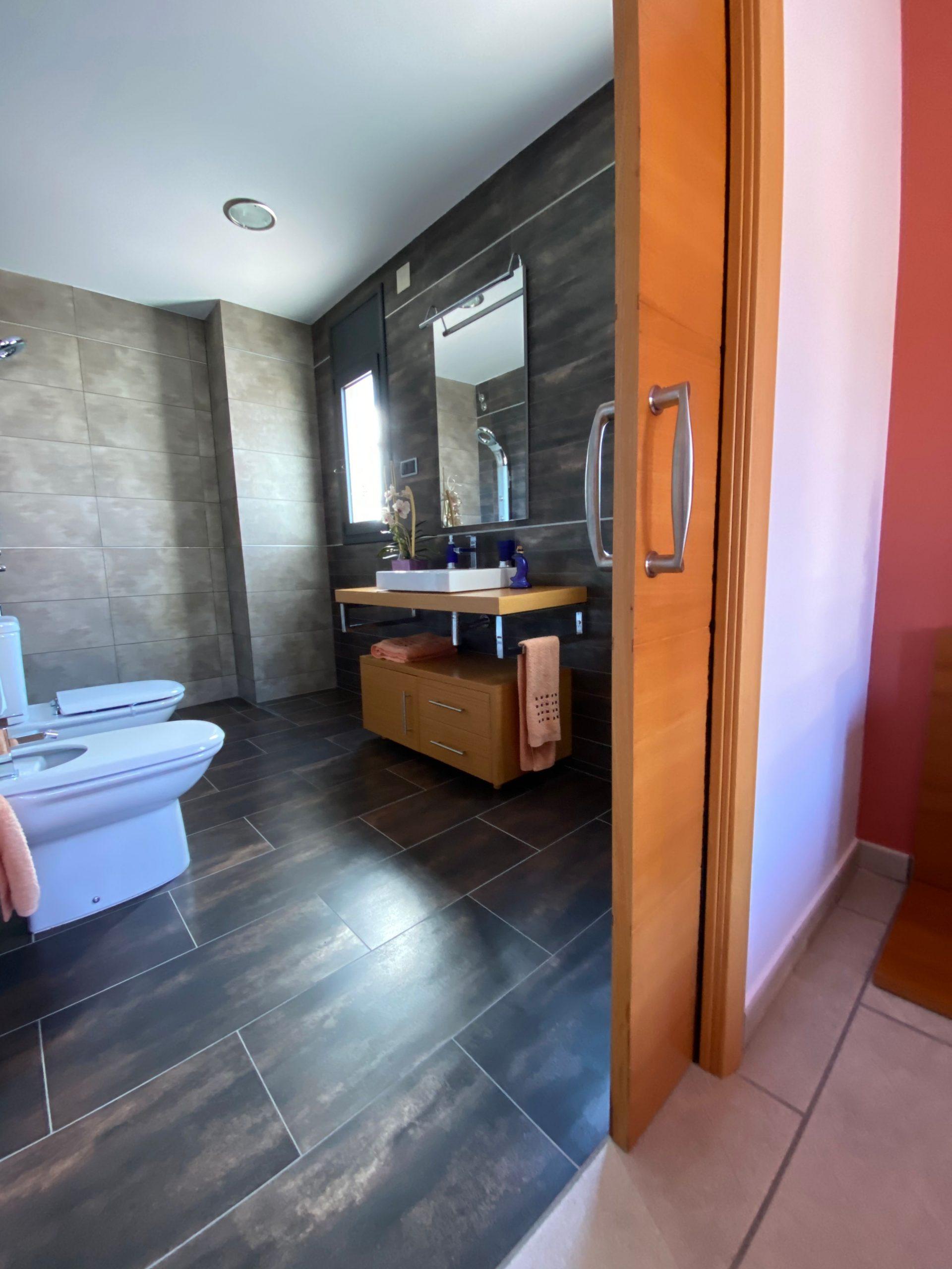 baño habitación invitados Pirineus 20 Les Faldes