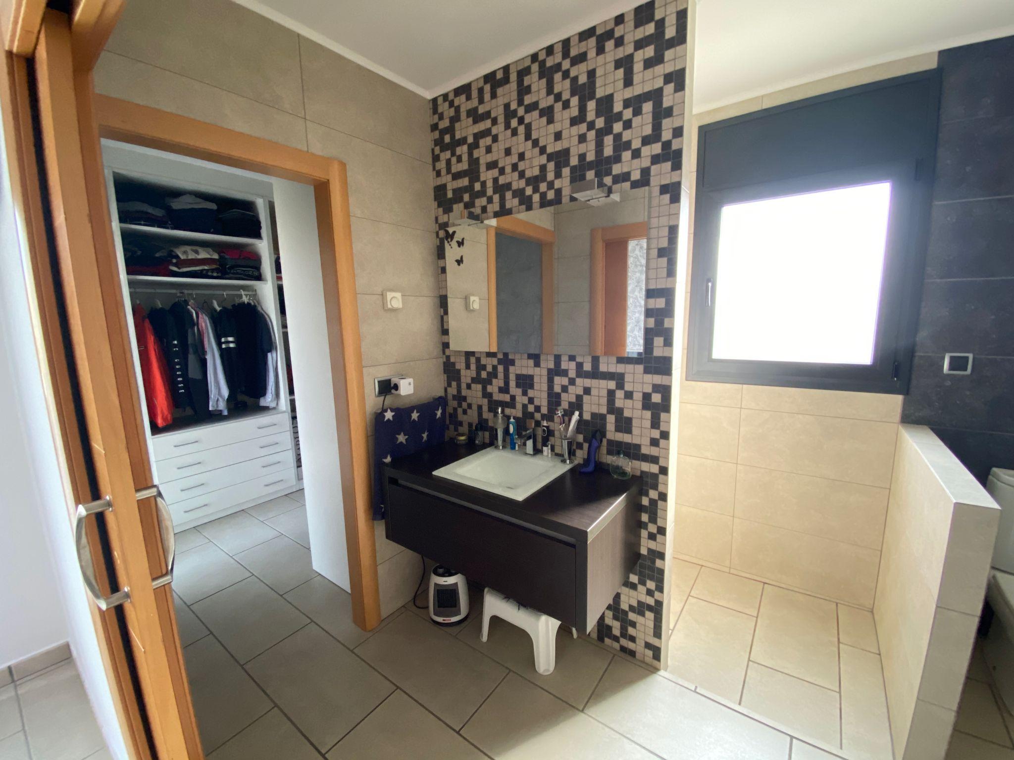baño suite con vestidor