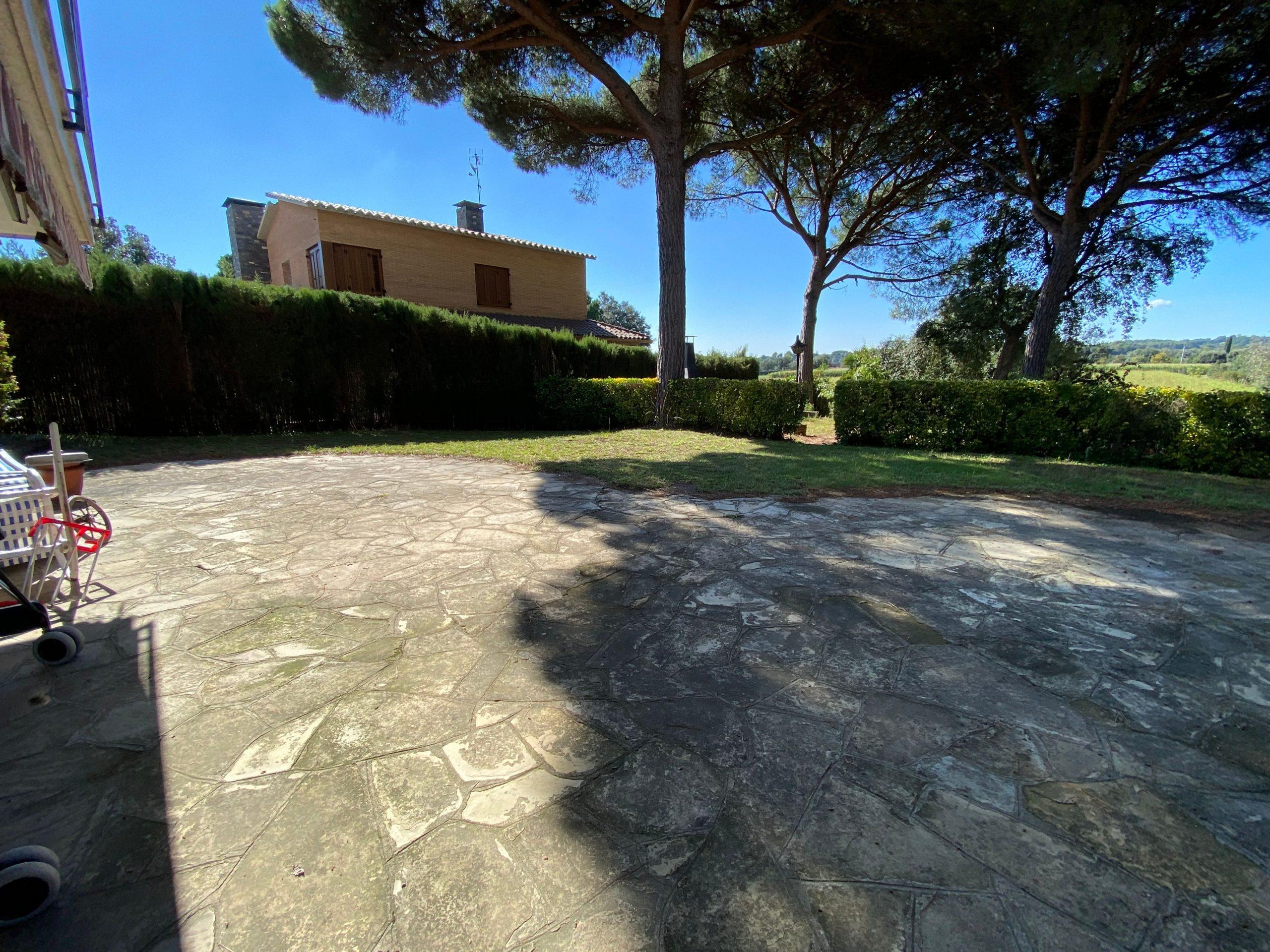 jardín posterior y vecino Puigllançada 29